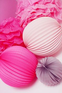 Honeycomb ball, lampion, pompon couleurs girly, Chinese lantern Paper Wedding Decorations, Wedding Paper, Paper Pom Poms, Chinese Lanterns, Pink Parties, Color Of Life, Origami Paper, Party Party, Honeycomb