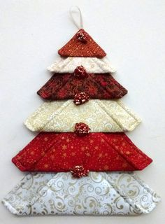 fabric crafts christmas DIY Wall Christmas Tree to Except your Space Wall Christmas Tree, Fabric Christmas Ornaments, Fabric Christmas Decorations, Christmas Placemats, Folded Fabric Ornaments, Christmas Wall Hangings, Christmas Front Doors, Quilted Ornaments, Xmas Trees