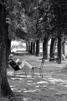 Lectrice jardin Luxembourg