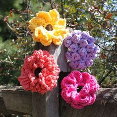 Big Button Flowers -  Pattern by Micah Makes  www.micahmakes.com  Love these... will have to buy the pattern!! :)