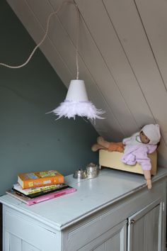 Feather hanging lamp by www.dutchdilight.com