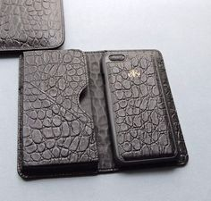Something new⭐️ Yeni timsah dokulu S1 model  Dana derisi ustu baby croco baskili, cok ozel matlikta calisilan deride orjinal timsah derisi efekti verilmistir, iphone 6 ve 7 ile plus olarak 2 boydur. . #serapaktugleathergoods #exclusive #touch #croco #unisex #accessories #handmade #turkish #leathergoods #accessories #designer #cool #lifestyle