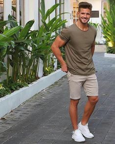 Why mens fashion casual matters? But what are the best mens fashion casual tips out there that can help you […] Stylish Summer Outfits, Summer Shorts Outfits, Mens Casual Summer Fashion, Men's Summer Clothes, Mens Summer Shorts, Shorts For Men, Men's Casual Outfits, Casual Shorts Outfit, Women Shorts