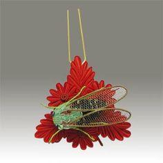 Kanzashi w/ cicada on leaves
