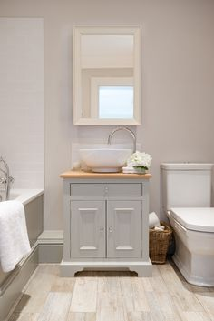 640mm Neptune washstand painted in 'Mist'