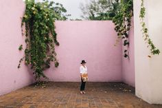 Hot pink walls. Floating staircases. Tall glass windows. This is the stuff that makes our mid-century-loving hearts skip a beat. It's also the traits that put