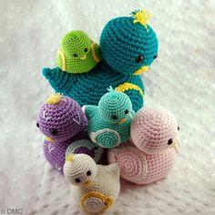 1 modèle, 3 canetons au crochet en fils Natura, Natura Medium et Natura XL DMC… Crochet Birds, Easter Crochet, Crochet Toys, Free Crochet, Knit Crochet, Yarn Crafts, Diy And Crafts, Tricot D'art, In Natura