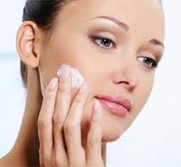 Best Way To Get Rid Of Acne Overnight - Find Out How To Remove Pimples Naturally Overnight - It All about life: How to get rid of blackheads with simple home tips…. Does Toothpaste Get Rid Of Pimples Pimples On Chin, Pimples On Forehead, How To Get Rid Of Pimples, Get Rid Of Blackheads, Chin Acne Treatment, How To Do Eyeshadow, Le Psoriasis, Pimples Overnight, Dry Skin Remedies