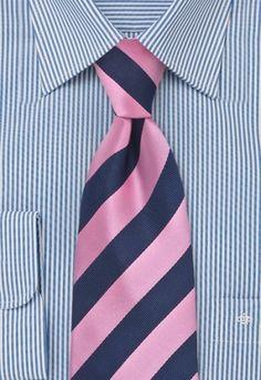Corbata azul marino con puntos en perla en talla infantil. Una corbata que ha sido confeccionada con materiales de alta calidad y tejida a mano. El relleno elástico de la corbata permite que ésta retome su forma original despues de usarla. http://www.corbata.org/corbata-azul-puntos-infantil-p-16252.html