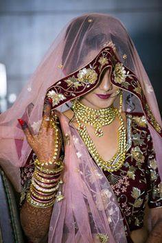 "Jayesh Patel - Hemal Photo ""Portfolio"" Weddig Bridal Lehenga - Bride in Amazing Saree Gown. Bridal Portrait Poses, Bridal Poses, Wedding Couple Poses Photography, Bridal Photography, Indian Wedding Outfits, Bridal Outfits, Indian Bridal Photos, Girls Dp Stylish, Asian Bride"
