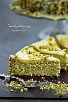 Cheesecake au chocolat blanc à la pistache Pistachio Cheesecake, White Chocolate Cheesecake, Cheesecake Recipes, Dessert Recipes, Pistachio Recipes, Cheesecake Brownies, Pistachio Cake, Baklava Cheesecake, Pistachio Pudding