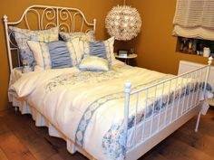 Bed sheets with flowers, so romatic look...