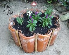 Amazing DIY garden decor with roof tiles See beautiful tips for making a garden decoration with tiles. You will simply love them. They are incredible crafts and decoration and easy to do. Roof Tiles, Diy Garden Decor, Plantar, Garden Planters, Dream Garden, Garden Projects, Backyard Landscaping, Garden Inspiration, Container Gardening