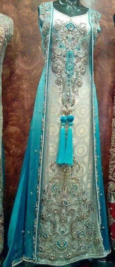 This is so beautiful.... Would make a beautiful wedding dress.