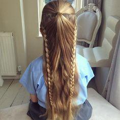 Abby's school hair today  I was inspired by the lovely Cynthia @ashton_hairstyles  #sweetheartshairdesign #schoolhair #schoolbraid #peinado #trenza #tresse #plait #braidsforlittlegirls