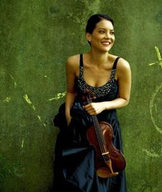 Anne Akiko Meyers. Interview: http://www.violinist.com/blog/laurie/20082/8218/