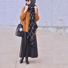 wanna have the sweater and boots [cr. to the rightful owner] - Hijab Style Islamic Fashion, Muslim Fashion, Modest Fashion, Hijab Fashion, Fashion Dresses, Fashion Clothes, Fashion Muslimah, Boho Fashion Summer, Trendy Fashion