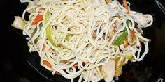 Noodles con lomo de cerdo, verduras y champiñones salteados al Wok.