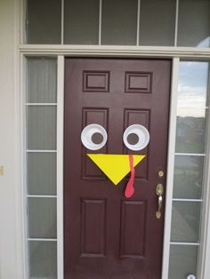 Thanksgiving Turkey Door tutorial. This is a cute and easy Thanksgiving craft the whole family can get involved in. Head over to: http://makingofamom.com/happy-thanksgiving/