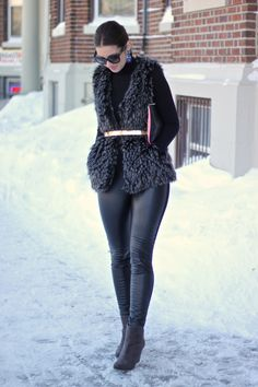 All Black Faux Fur with Metal Belt Winter Fashion Outfits, Fall Winter Outfits, Look Fashion, Cute Casual Outfits, Chic Outfits, Fur Vest Outfits, Mode Outfits, Pullover, Clothes For Women