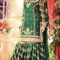 Pakistani Mehndi Dress, Bridal Mehndi Dresses, Simple Pakistani Dresses, Pakistani Wedding Outfits, Indian Gowns Dresses, Indian Bridal Outfits, Pakistani Bridal Dresses, Pakistani Wedding Dresses, Pakistani Dress Design