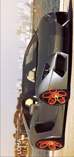 (●●) Lamborghini Aventador
