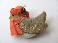 felt birds Felt Bird Pin / Felt Bird Brooch Hi! This little snow bird is nice and warm in her matching hat and scarf! She measures 2 across from her head to her tail, and Felt Christmas Decorations, Felt Christmas Ornaments, Christmas Crafts, Xmas, Christmas Nativity, Christmas Printables, Christmas Christmas, Christmas Ideas, Felt Crafts