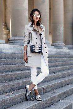 Elegant: Skinny Jeans mit Bluse, Trenchcoat und Metallic-Schuhen