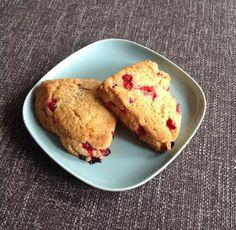 Punaherukkaskonssit / Red currant scones