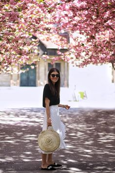 Cherry Blossom Outfit, Cherry Blossom Tree, Pink Blossom, Blossom Trees, Spring Ootd, Round Basket, Basket Bag, Le Specs, Catwalk