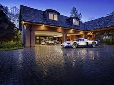 Garage. Maserati.