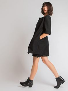A-line structured length sleeve wool coat with front zipper and side pockets Wool Coat, My Mom, Online Boutiques, All Black, Normcore, Clothes For Women, My Style, Womens Fashion, Sleeves
