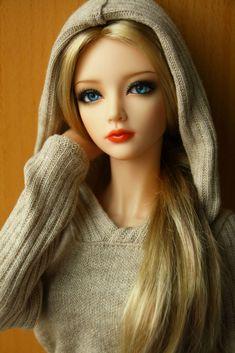"""Warm Hoodie"" by OldGeekWoman | ""Alex"" is an Iplehouse nYID ""Aria"" | 26 January 2014"