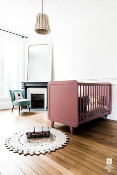 As far as kids' decoration is concerned, vintage looks are the main competitor of Nordic style. We love both of them with that amazing furniture and their cute Kids Room Wall Decals, Kids Room Paint, Creative Kids Rooms, Kids Room Lighting, Kids Room Furniture, Furniture Design, Fontainebleau, Kids Room Organization, Beautiful Houses Interior