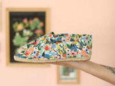 Fabriquer des espadrilles en tissu. Basket Espadrille, Espadrilles, Diy Collier, Couture Sewing, Punch Needle, Crochet, Coin, Party, Summer