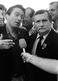 DeNiro with Lech Wałęsa in Gdańsk, 1989 Simply Image, Polish People, Danzig, Gary Oldman, Special People, Illustrations And Posters, World War Ii, Old Photos, Robert De Niro