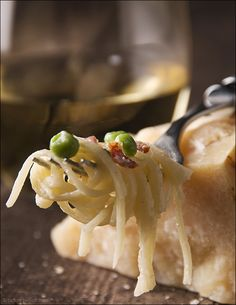 Creamy linguine with bacon and peas