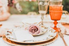 Embrace a free spirit, nonconformist ideals and the wanderlust way of life, it's no wonder there is whimsical meets earthy bohemian wedding trend occurring. Warm Colour Palette, Warm Colors, Color Palettes, Sitting Arrangement, Pillow Texture, Strictly Weddings, Cute Desserts, Mini Cakes, Bridal Portraits
