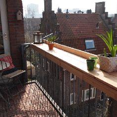 Balcony diner!