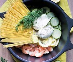 Notre copine blogueuse Marion, du blog COOKEEZ, a testé la mandoline KitchenAid et le faitout Castey en réalisant une recette de One Pot Pasta courgettes, crevettes & citron. Le One Pot Pasta e…