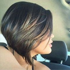 Short hair is increasingly popular because in addition to having style and sophistication, it is easy to handle and low maintenance. That's why here we show you the short haircuts that will be most… Very Short Hair, Short Hair With Bangs, Curly Hair Cuts, Short Hair Cuts, Curly Hair Styles, Ponytail Hairstyles, Hairstyles With Bangs, Braided Hairstyles, Layered Hairstyles