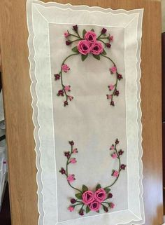 Ribbon Crafts, Table Runners, Hand Embroidery, Embellishments, Diy And Crafts, Crafty, Quilts, Pillows, Sewing