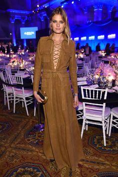 Constance Jablonski en robe Balmain à la soirée de l'amFAR à New York http://www.vogue.fr/mode/inspirations/diaporama/les-looks-de-la-semaine-fvrier-2016/25432#constance-jablonski-en-robe-balmain-la-soire-de-lamfar-new-york