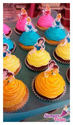 Ideas para tu fiesta de Princesas Disney. ¡Cupcackes! Encuentra nuestros artículos para tu fiesta aquí: http://www.siemprefiesta.com/fiestas-infantiles/ninas/articulos-princesas-celebracion-disney.html?utm_source=Pinterest&utm_medium=Pin&utm_campaign=PrincesasDisney