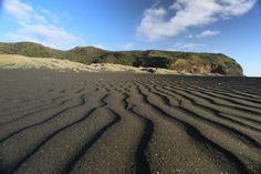 Black Sand beach - Karekare Beach, NZ