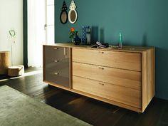 Lux komoda ve světlém dekoru a se sklem / Cabinet Storage Shelves, Shelving, Nightstand, Dresser, Team 7, Bedroom Furniture Design, Luxurious Bedrooms, Luxury, Cabinets