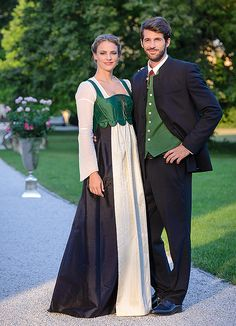 the national dress differs slightly from Haven fashion Celtic Dress, Dirndl Dress, Fashion Terms, German Fashion, Folk Fashion, Folk Costume, Character Outfits, Traditional Dresses, Bridal Dresses