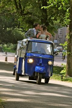 Tuk tuk marriage