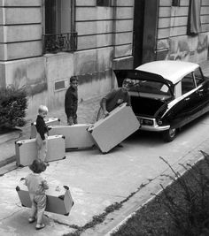 Depart en vacaces 1959 by Robert Doisneau