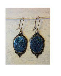 Boucles d'oreilles cabochons galaxy bleue pailletée influence médiévale
